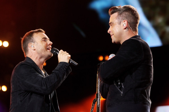 Robbie et Gary au concert Heroes 12-09/2010 363795Gary_Barlow_Heroes_Concert_Show_UMrmIyKbi_vl