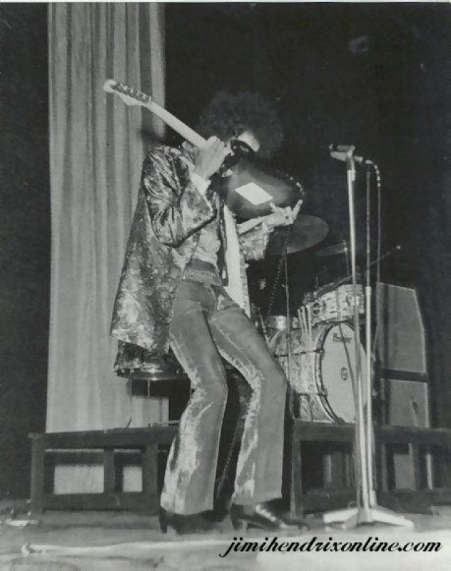 Londres (Saville Theatre) : 7 mai 1967 [Premier concert] 36742219670405Saville48