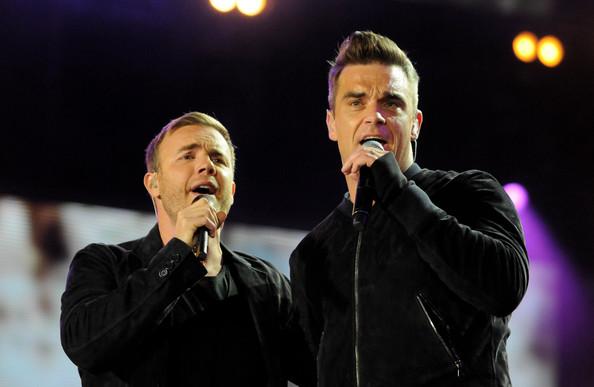 Robbie et Gary au concert Heroes 12-09/2010 368923Gary_Barlow_Heroes_Concert_Show_ZlPPfUdtW1Ql