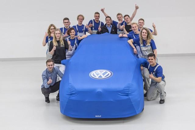 « L'appel du lac… » - Fin du projet Wörthersee GTI 2015 pour les apprentis de Volkswagen 370713hdthewortherseegti2015projecttheteam
