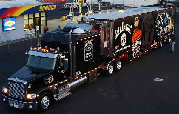 Nascar & Jeff Gordon's tribute 37544207jackdanielshauler2