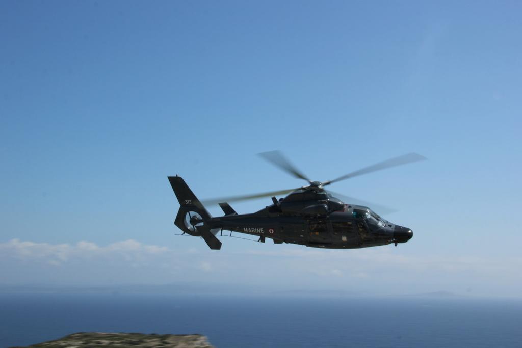 [ Aéronavale divers ] Hélicoptère DAUPHIN - Page 5 382544PERTUSATOJUIN2015036