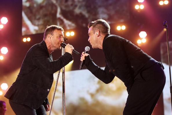 Robbie et Gary au concert Heroes 12-09/2010 387164Gary_Barlow_Heroes_Concert_Show_Xu2chSjfb7dl