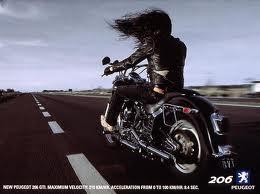 La Harley dans la pub - Page 8 390928peugeot
