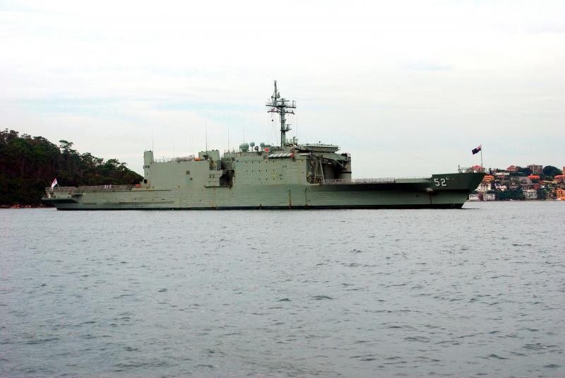 LANDING SHIP TANK (LST) CLASSE NEWPORT  392976HMASManoora2009