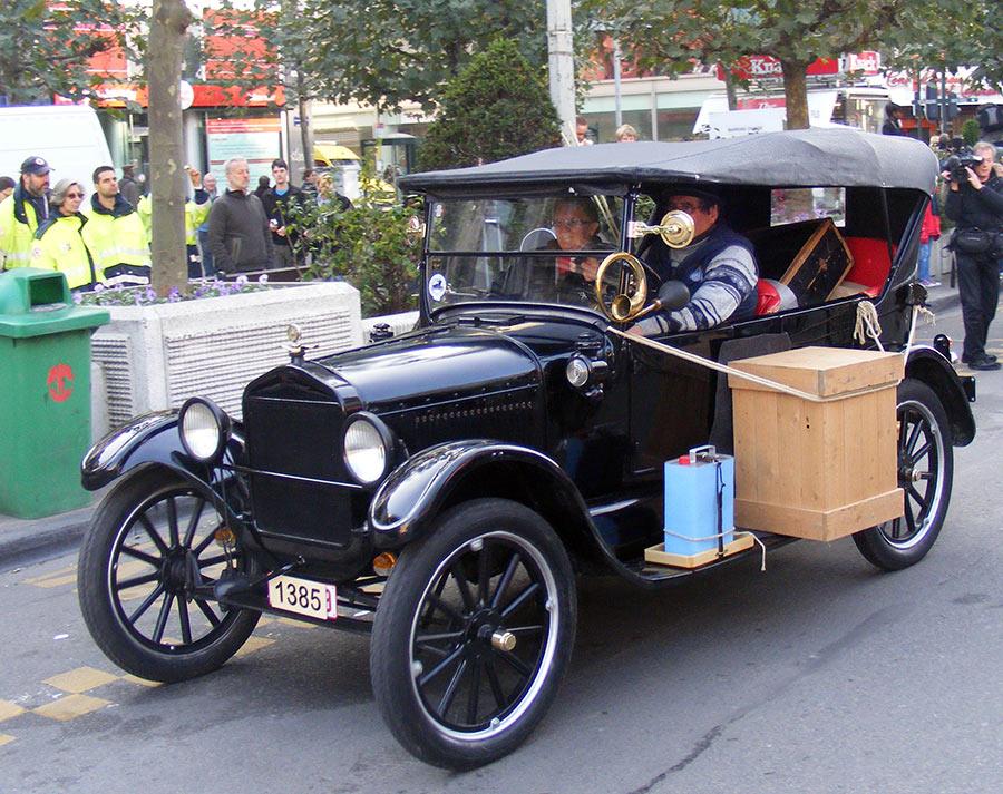 """Bruxelles côté BD  """"Tintin en automobile"""" 393336DSCF6148"""
