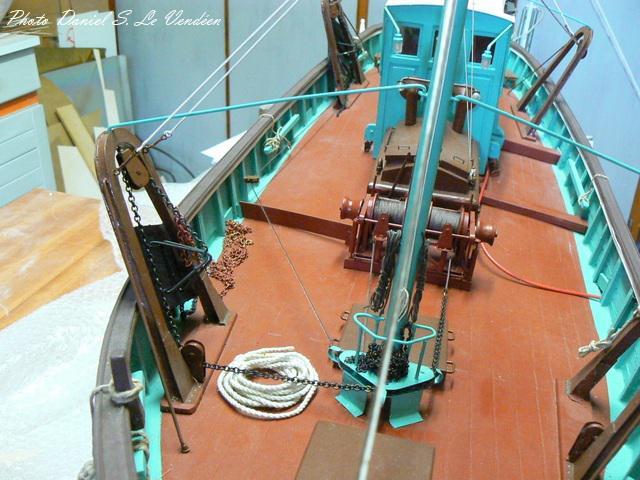 barque chalutiére au 1/20è d'après plans - Page 12 3934941711kifanlo
