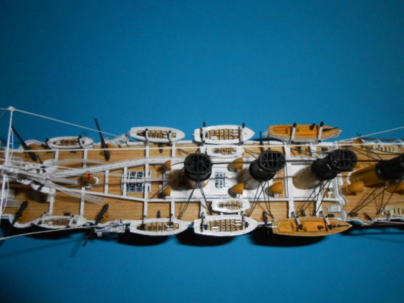 """Croiseur Russe """"VARYAG"""" 1/350 PE + Pont en bois de chez Zvezda 398744Croiseur010"""