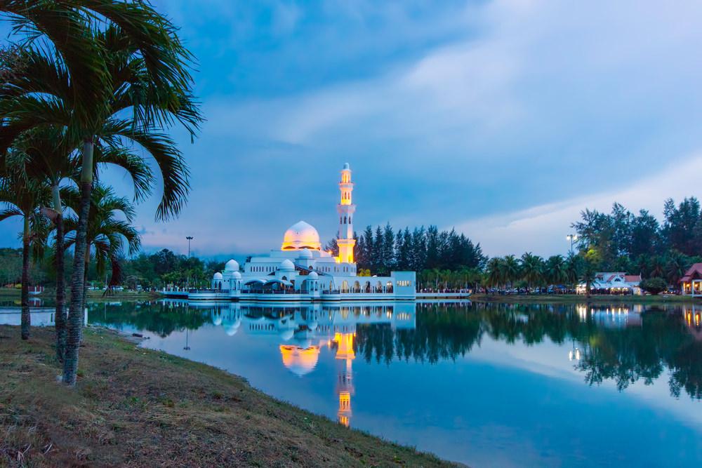أشهر وأجمل المساجد في ماليزيا  3998571605158715801583157816061603160815861607158515771603160815751604157515781585161016061580157516061608