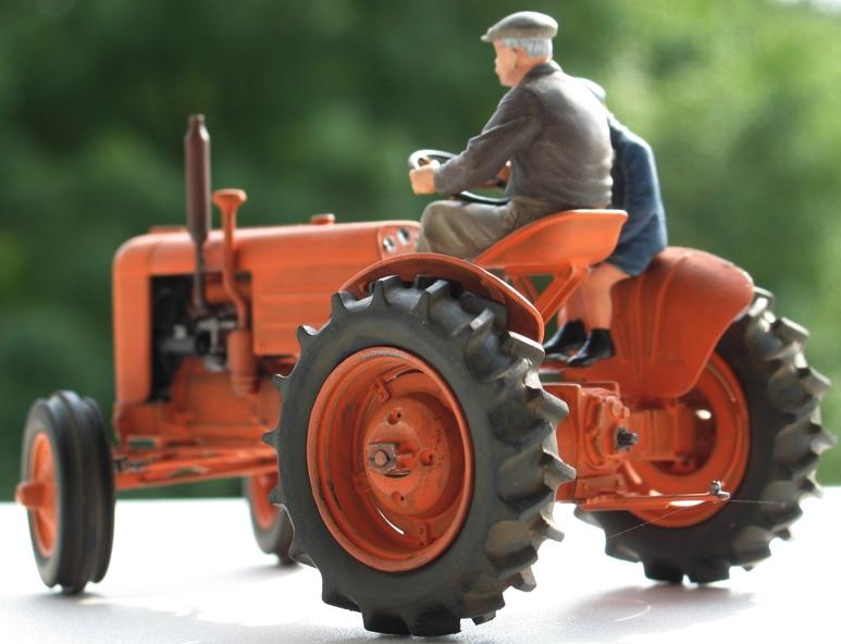 Tracteur CASE VAI 1943 version civile - Thunder Model 1/35 404511IMG0102