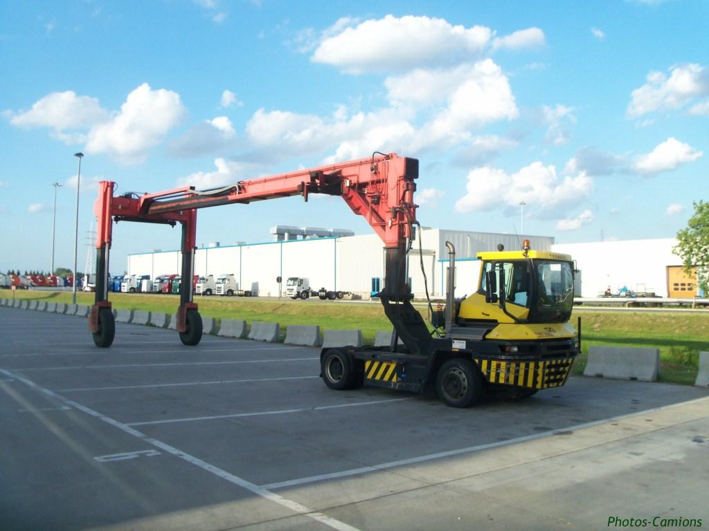 Les camions de manutention Terberg et Mol. 412261photoscamions14V1138