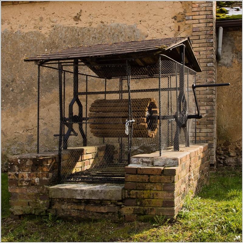Le vieux puits des Joigneaux 412461LR4P3150022