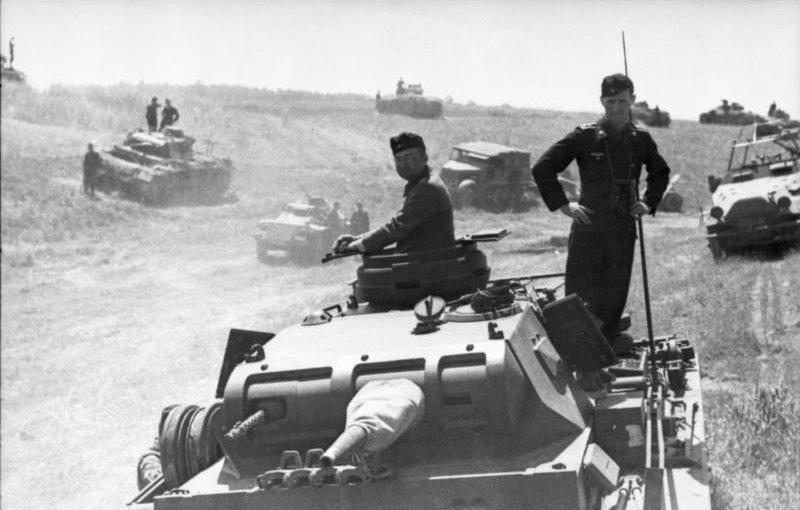 LFC : 16 Juin 1940, un autre destin pour la France (Inspiré de la FTL) 417701BundesarchivBild101I185013920PolenRusslandPanzerinBereitstellung