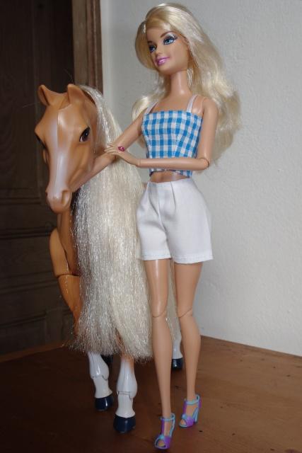 Couture et miniatures pour barbies, MH, muses!^^ - Page 2 419457492376jupeetshortblancs10