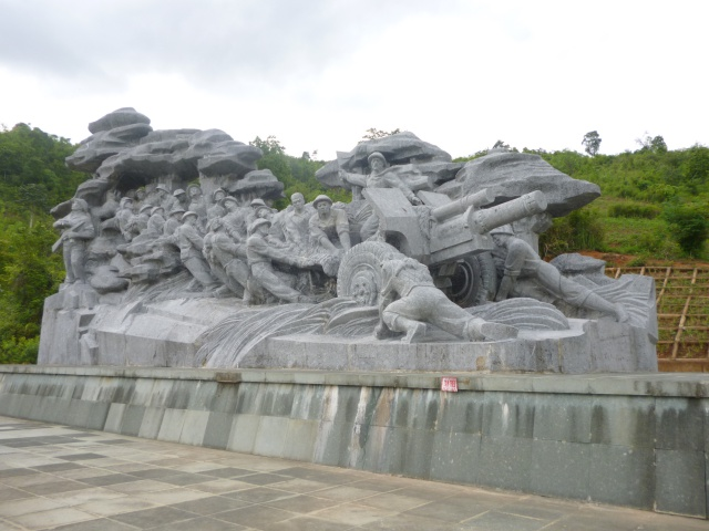 Tourisme historique à Dien Bien Phu 423315verslepcGiap