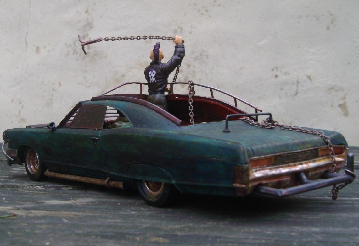 "Pontiac façon ""Mad Max"" 1/24 avec base/décor  429406GEDC5137"
