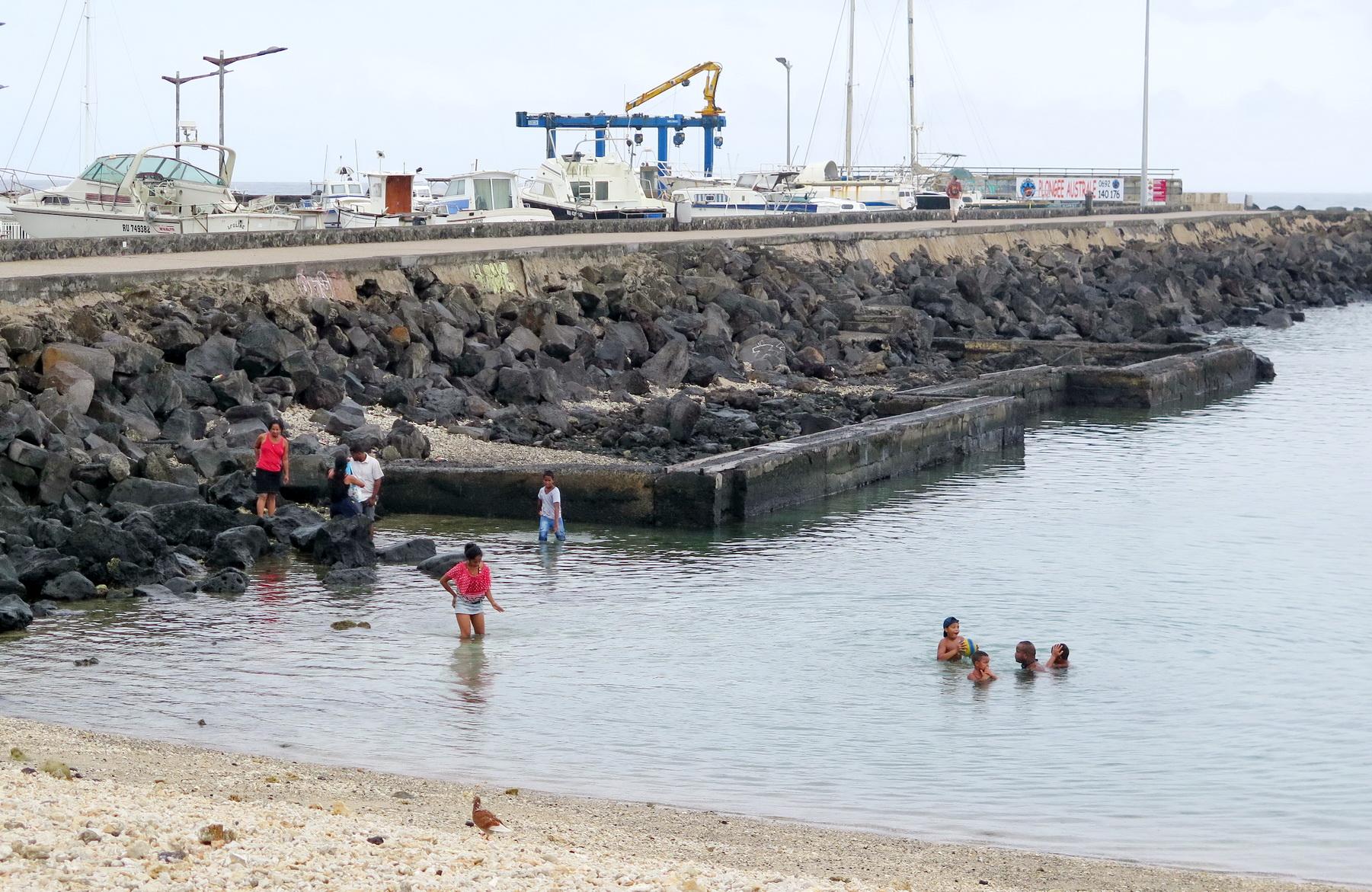 [Vie des ports] Les ports de la Réunion - Page 2 433788saintpierre034