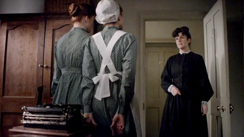 Downton Abbey - Page 4 4379171x0350