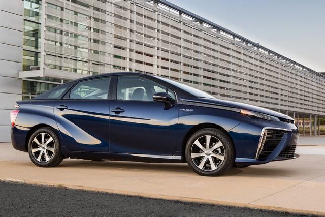 """Toyota se projette dans le futur avec la berline à pile à combustible 'Mirai'"""" 4408032016ToyotaFuelCellVehicle004"""