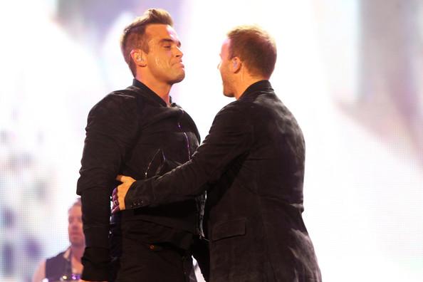 Robbie et Gary au concert Heroes 12-09/2010 442944Gary_Barlow_Heroes_Concert_Show_ekszAKo4Nxol