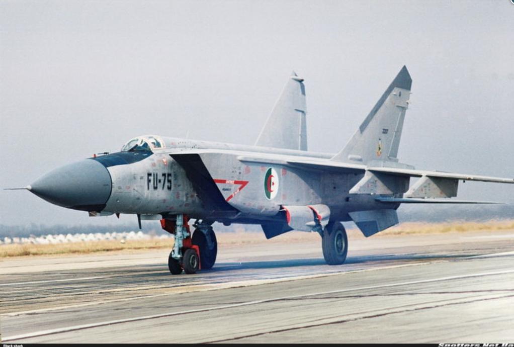 القوات الجوية الجزائرية بالصور و الأرقام 444346fu75