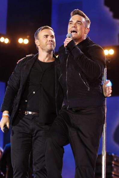 Robbie et Gary au concert Heroes 12-09/2010 445042Gary_Barlow_Heroes_Concert_Show_2B4qAcfp0q1l