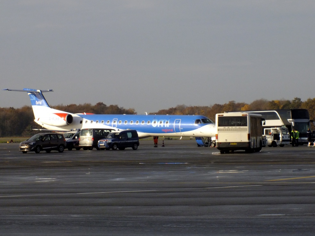 [14/12/2013] Embraer ERJ145 (G-RJXB) BMI Régional 446482Decembren4058