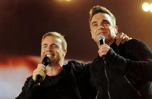 Robbie et Gary au concert Heroes 12-09/2010 447971Gary_Barlow_Heroes_Concert_Show_TfbW3svFoYol