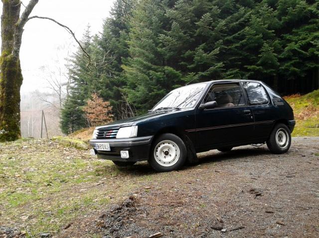 [AutoRétro-63]  205 GTI 1L9 - 1900cc rouge vallelunga - 1990 - Page 4 44870320130331164707
