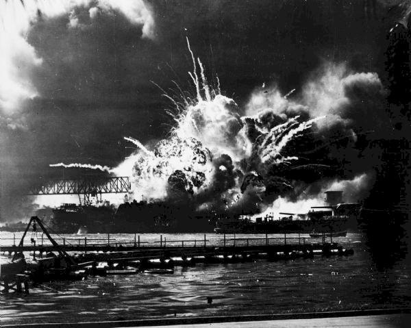 USN DESTROYERS CLASSE MAHAN 455836USSShawexplosion