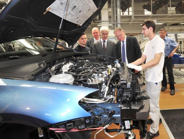 Visite de Stephan Weil, Premier Ministre, à l'usine Volkswagen de Wolfsburg  464752thddb2015al03831large