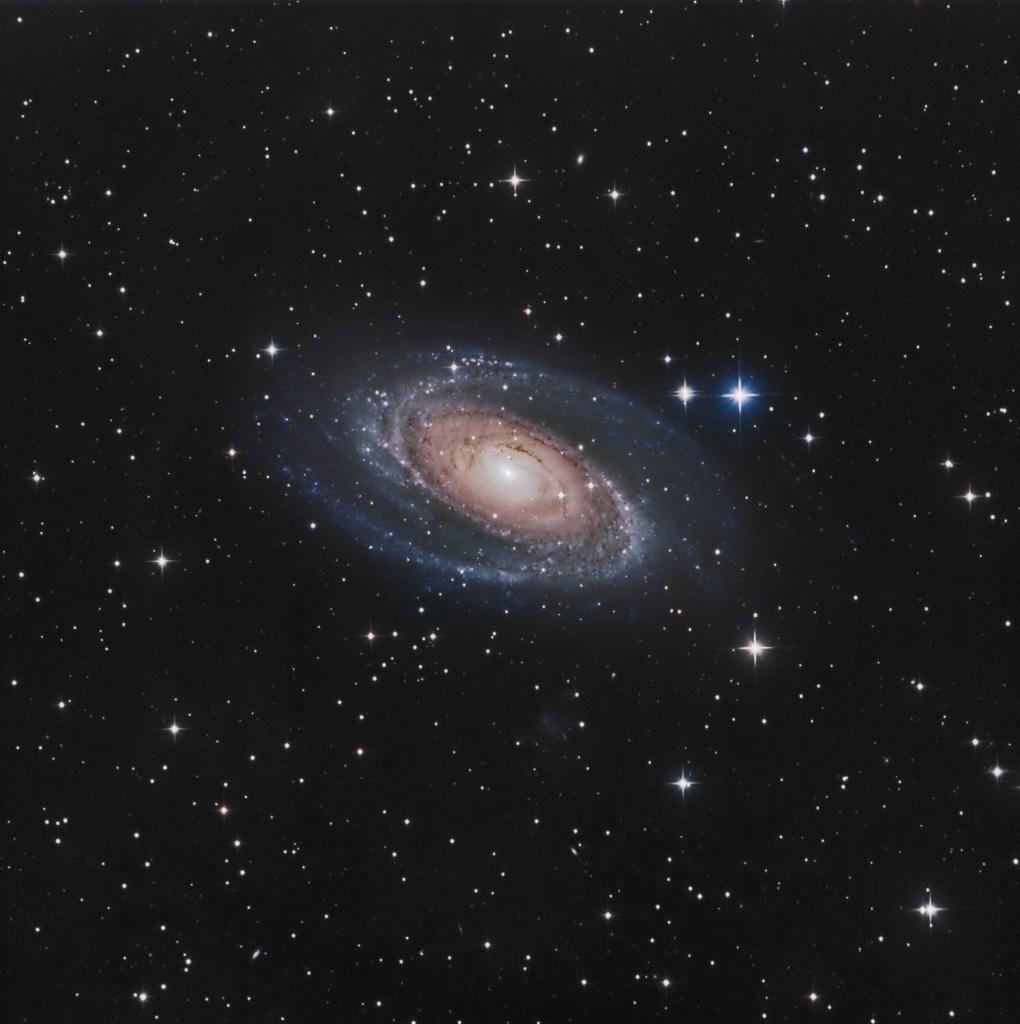 M81 la nebuleuse de bode 470880M81LRVBdef3