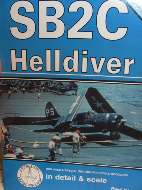 Curtiss SB2C-4 Helldiver  Revell 1/48  473582IMG0563