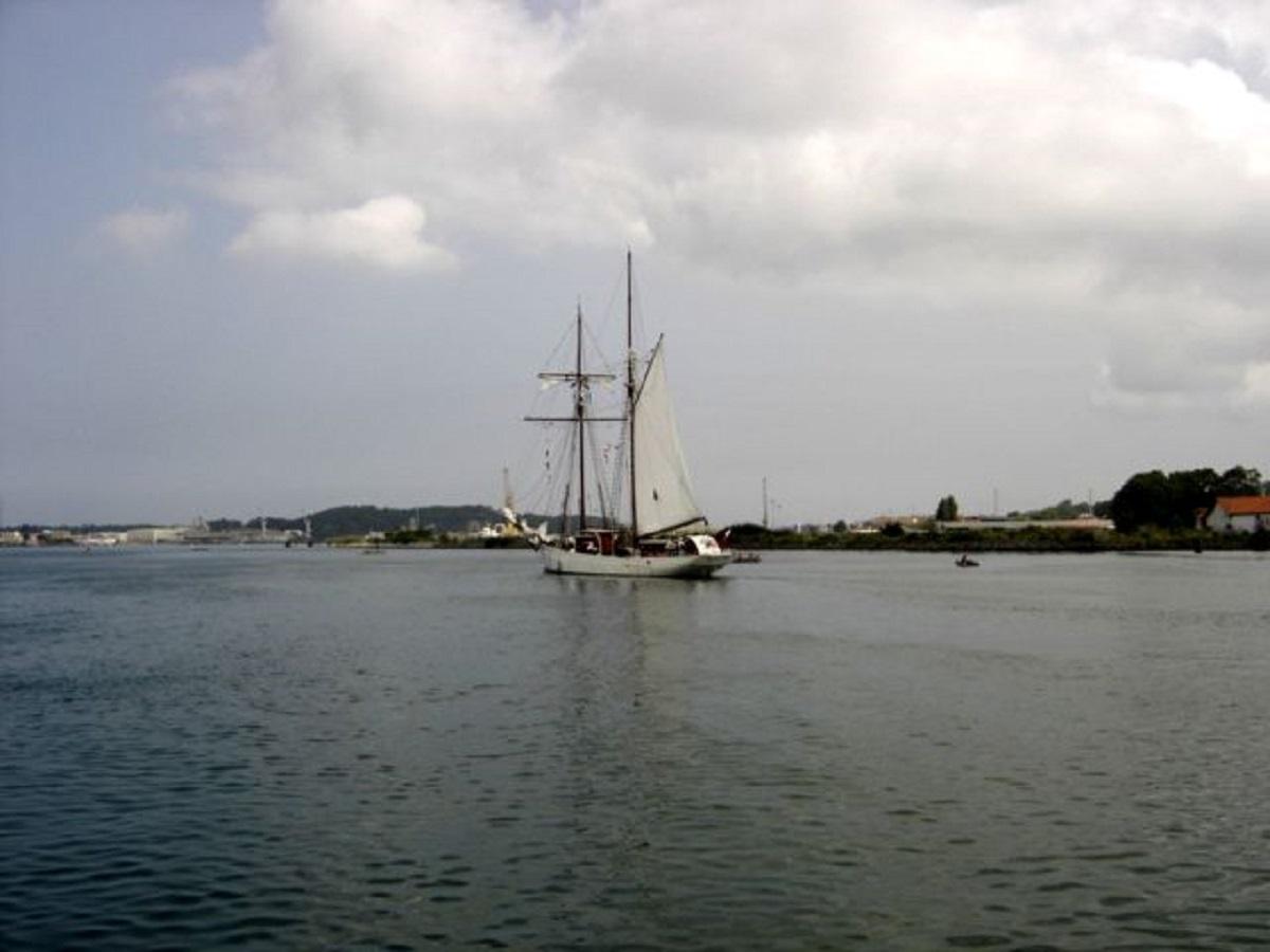 [ Marine à voile ] Vieux gréements - Page 2 47497079c