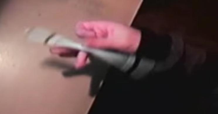 [Jeu] A qui appartient cette (jolie) main? - Page 5 478041loltki
