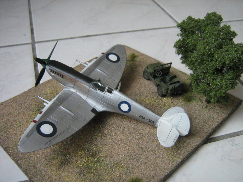 Spitfire Mk VIII RAAF [AZ Model] 487422IMG0559