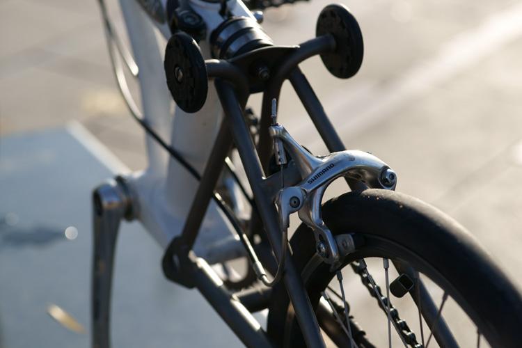 Atelier cycles à Ixelles [montages d'étrier caliper alternatif] 490960DSC1767750p