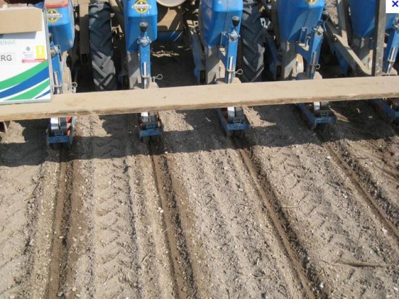Semis de céréales à la volée - Page 7 496825Semoir