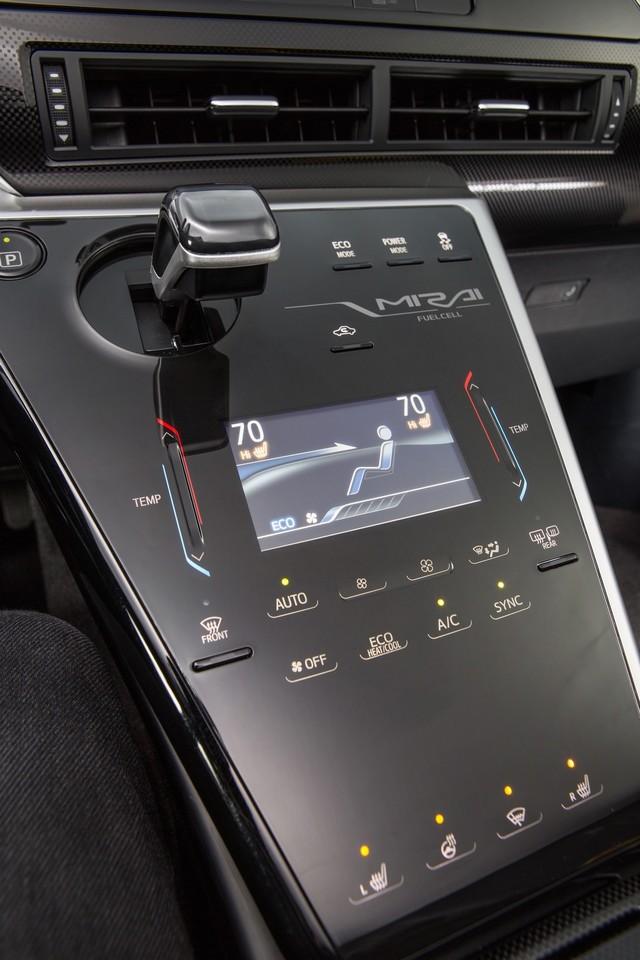 """Toyota se projette dans le futur avec la berline à pile à combustible 'Mirai'"""" 5009652016ToyotaFuelCellVehicle012"""