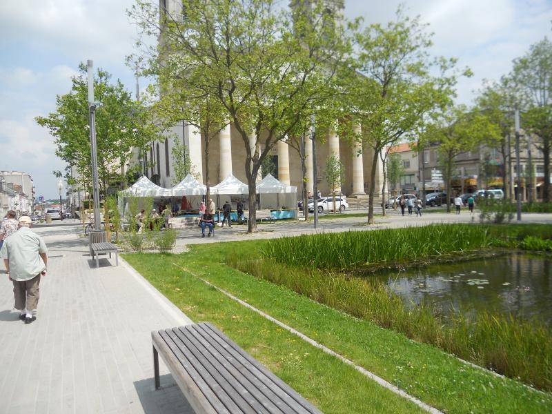 démo de maquettes navigantes sur la place Napoléon à la Roche S/Yon le 31 Mai et le 1er Juin 502505DSCN4038