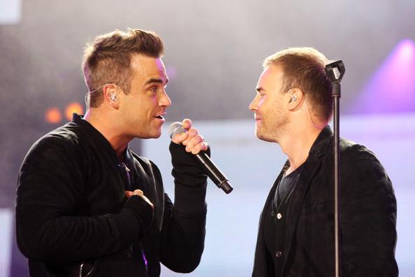 Robbie et Gary au concert Heroes 12-09/2010 505232Gary_Barlow_Heroes_Concert_Show_RxYDjIfPMHWl