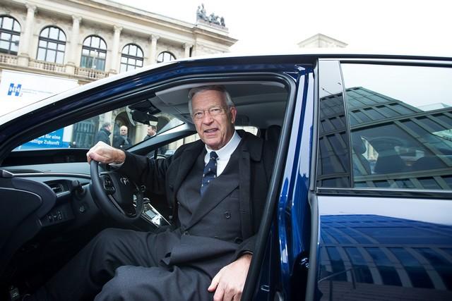 Le premier client allemand de Mirai vient de recevoir sa voiture à Hambourg 510433HA26802