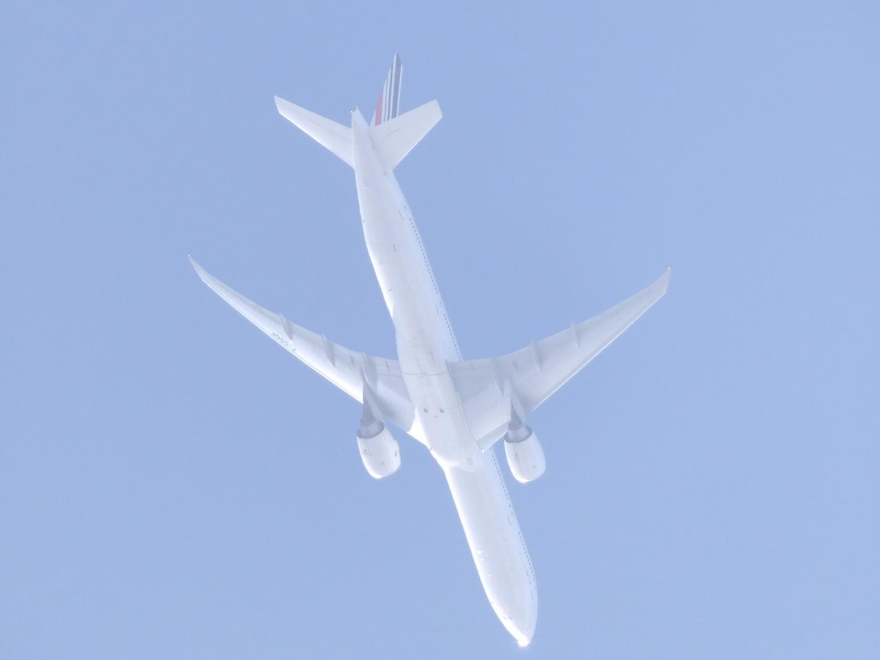 """Avion """"Spotté"""" du Jardin. 513083Boeing777FGSQP"""