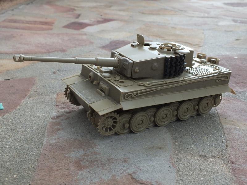 Tiger I Late version ,tamiya 1/35 (début de patine) 513792DSCF5794