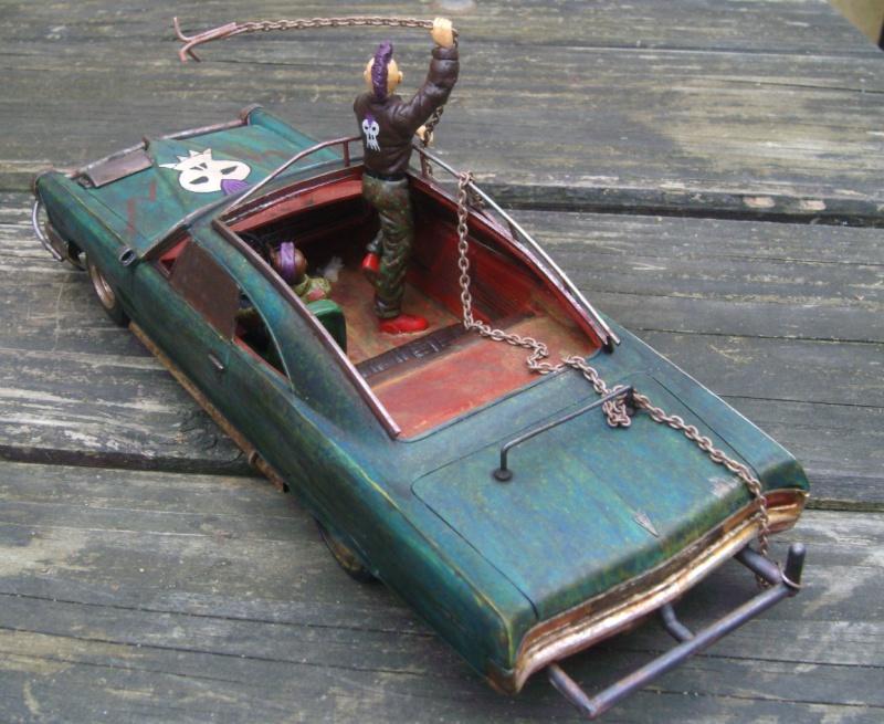 "Pontiac façon ""Mad Max"" 1/24 avec base/décor  523105GEDC5146"