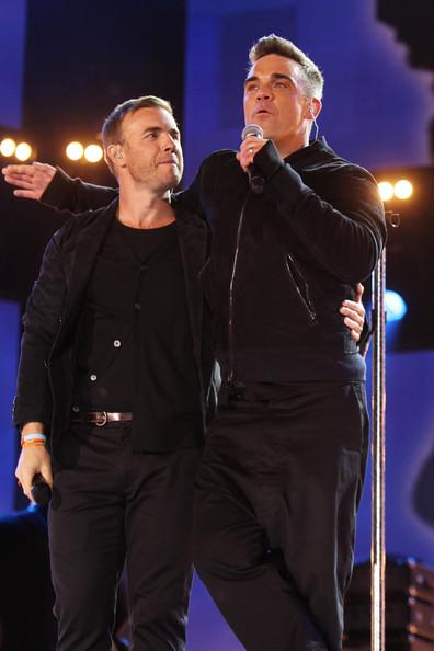 Robbie et Gary au concert Heroes 12-09/2010 524728Gary_Barlow_Heroes_Concert_Show__fAfhwx_qdnl