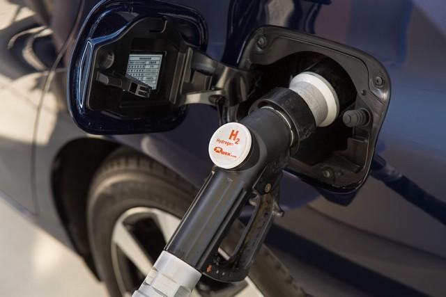 """Toyota se projette dans le futur avec la berline à pile à combustible 'Mirai'"""" 5281582016ToyotaFuelCellVehicle036"""