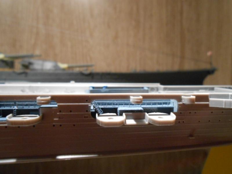 Saratoga tamiya 1/700 PE+Pont en bois par lionel45 - Page 10 530934sar032