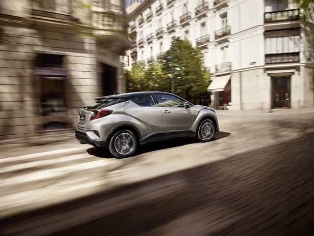 Les Hybrides Électrisent Les Ventes De Toyota En Europe 5311632016CHRDynamic01