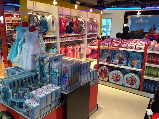 The Magic of Hong Kong Disneyland Store at Hong Kong International Airport (ouverture le 24 juin 2014) 531451w38